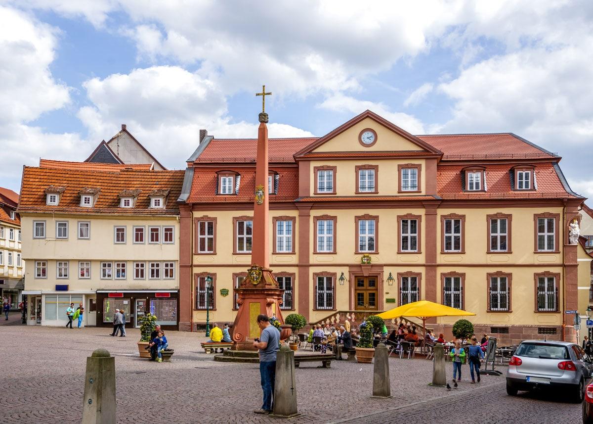 Fulda Marktplatz unterm heiligen Kreuz