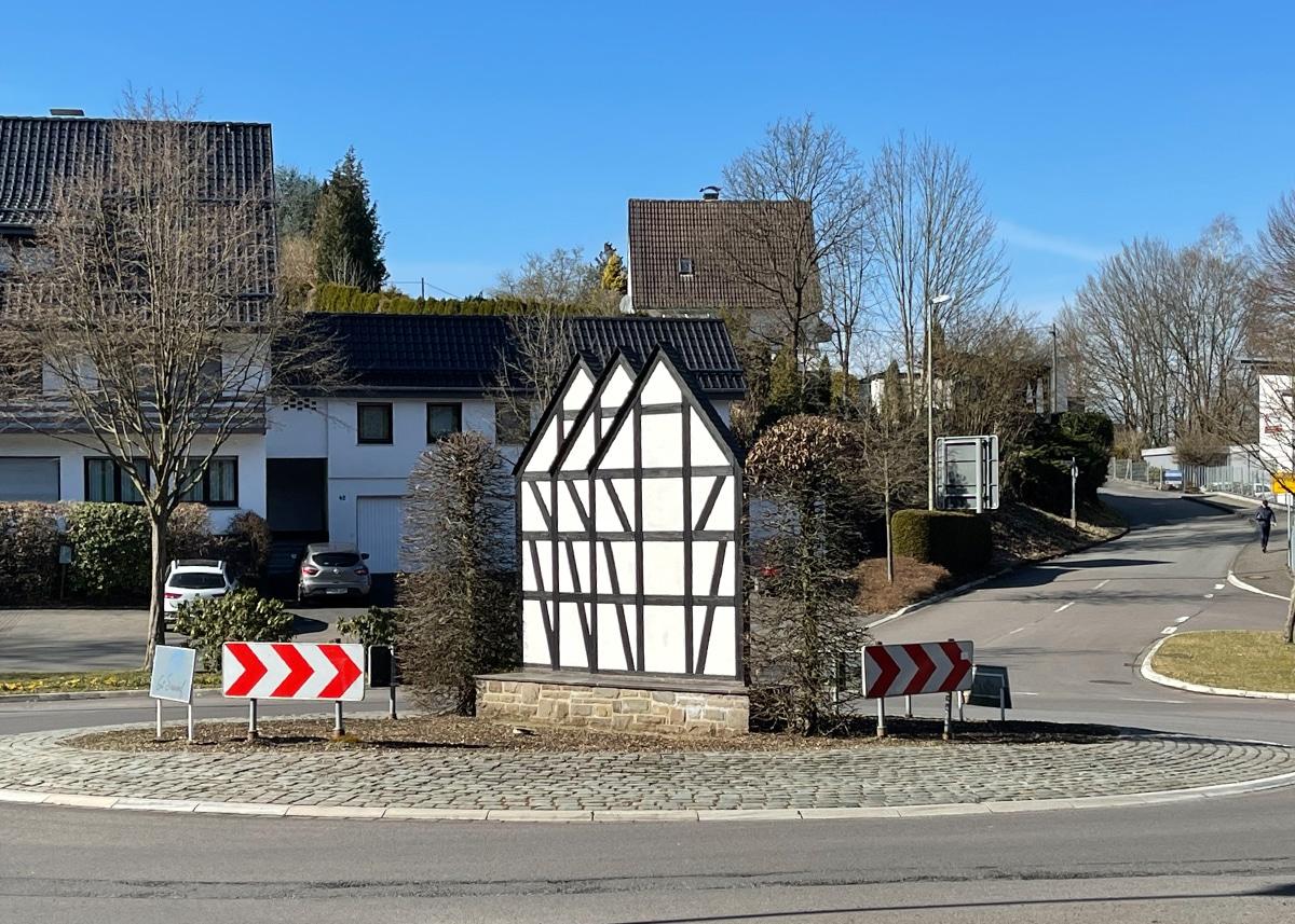 Wiehl Kreisverkehr mit Fachwerkhaus